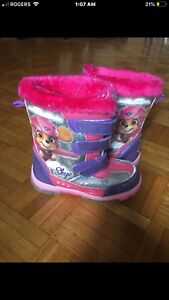 Girls size 12 winter boots paw patrol LIGHT UP
