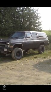 1986 suburban fuel injected 350 4 speed with bulldog low