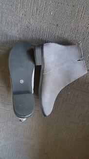 BRAND NEW suede boots (women)