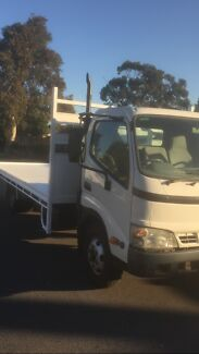 Hino DUTRO 2006  rebuilt engine only done 140,000