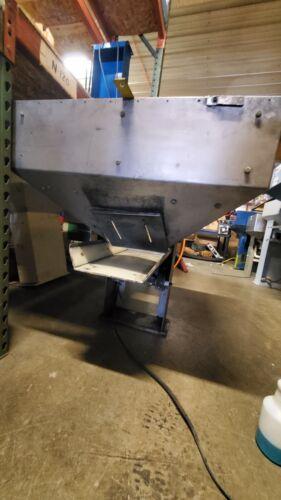 Service Engineering Vibratory Hopper Feeder / Bulk Parts Feeder