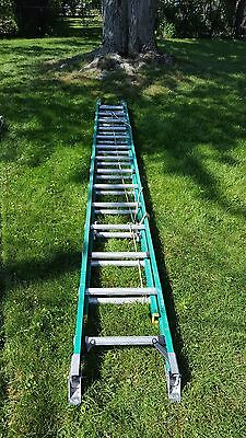 Werner 28 Fiberglass Ladder With Ladder Booties