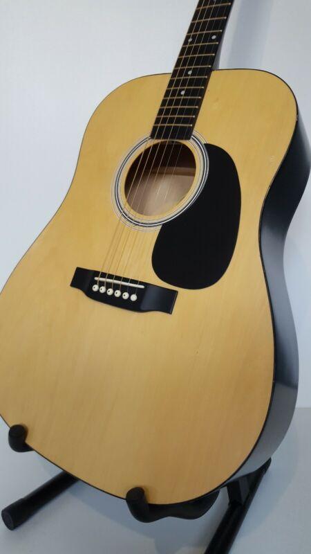 Squier Acoustic Guitar. Mod: 093-0300-021