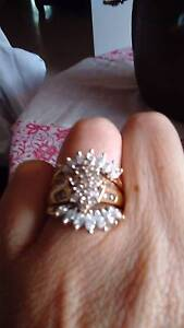 Gold diamond cluster ring Mandurah Mandurah Area Preview