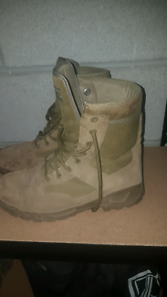 Army boots. Size 8