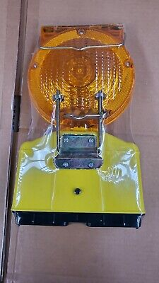 Brand New Solar Rechargeable Traffic Construction Barricade Led Warning Light