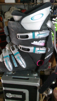 Munari and Salomon Ski snowboard boots