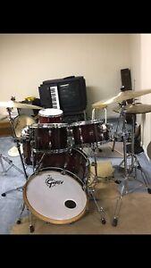 Gretsch renown rn1 drum set - mint condition