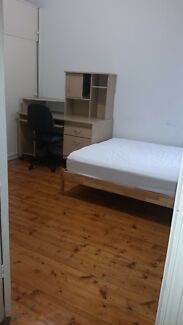 LARGE ROOM FOR RENT IN CENTRAL FOOTSCRAY BILLS INCLUDED