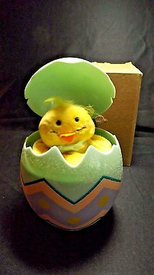 2008 AVON MUSICAL CHICK IN EGG DOES THE CHICKEN DANCE NO SOUND - BATTERIES & BOX