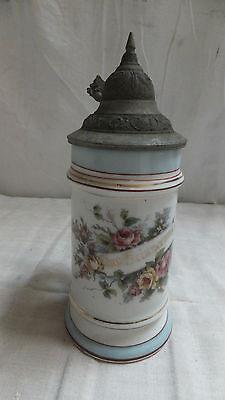 alter Krug Zur Erinnerung Porzellan mit Durchschaubild Bodenbild Paar in Tracht