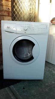 Whirlpool 7.5kg 6th sense front loader washing machine