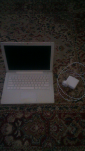 """Apple MacBook """"Core Duo"""" 1.83 13"""" - 2GB - 250GB HD (New Battery) Oakbank Adelaide Hills Preview"""
