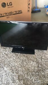 "Lg 32"" LCD tv with remote"