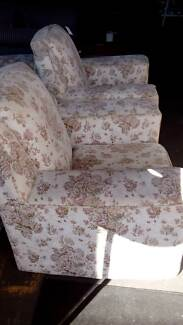Genoa Lounge Suite (Excellent Condition) South Toowoomba Toowoomba City Preview