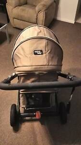 Pram / Stroller - Valco Baby Spark Speers Point Lake Macquarie Area Preview