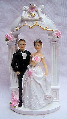 Hübsche Figur Brautpaar Hochzeit Kuchen Deko Tortenaufsatz Paar unter Torbogen