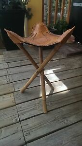 leather hand crafted horse print display stand