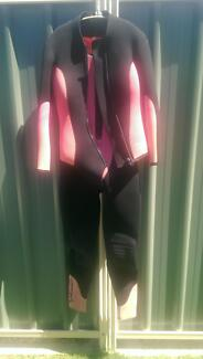 Women's Wetsuit Atwell Cockburn Area Preview