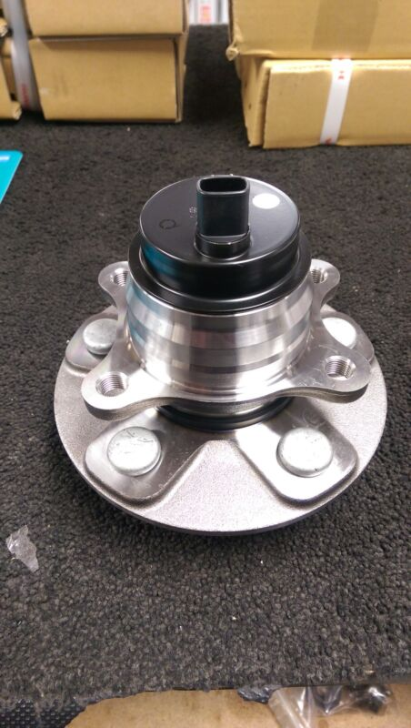 LEXUS LS460 4.6 2007 ON WARDS FRONT PASSANGER NEARSIDE LEFT HAND HUB BEARING
