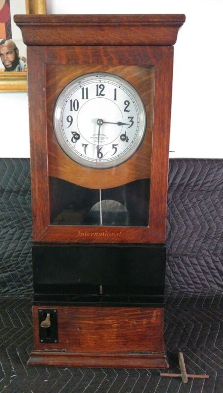 ANTIQUE OAK INTERNATIONAL TIME RECORDER CO TIME CLOCK 1925 Endicott NY - Working