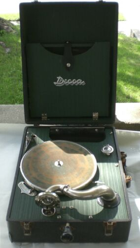 Vintage Circa 1930 Decca Hand Crank Suitcase Record Player w/3 Records – WORKS!