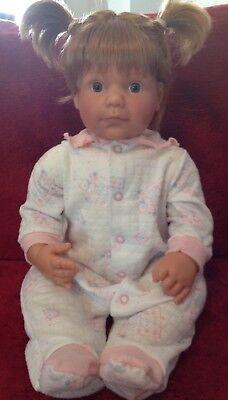 - Lee Middleton Vinyl cloth Dolls 1998 Baby Love Toddler Doll Box Reva Long Brown