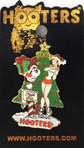 HOOTERS RESTAURANT HOLIDAY CHRISTMAS TREE AT NORTH POLE WITH HOOTIE & GIRL PIN