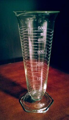 Vintage Pyrex footed lab beaker 500 ml/16 oz