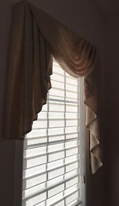 2 Window frame and curtains