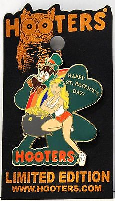 NEW HOOTERS HAPPY ST. PATRICK'S (PATTY' S) DAY GIRL LEPRECHAUN POT OF GOLD PIN
