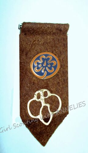 Brownie Girl Scout TAB w/Membership & WAGGGS PIN Official EUC Combine Ship