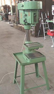 Ständerbohrmaschine / Säulenbohrmaschine Schwill