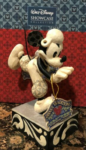 Jim Shore #4023570 Walt Disney Mickey Mouse Go For The Touch Down Figurine