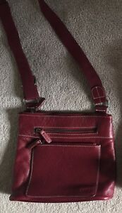 ROOTS Purse Leather Front Excellent Condition