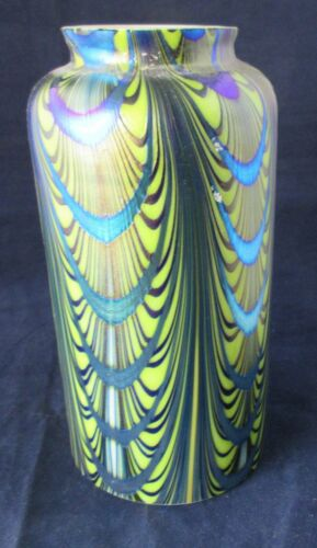 BEAUTIFUL FEATHER PULLED INTERNALLY DECORATED ART GLASS IRIDESCENT  LAMP SHADE.