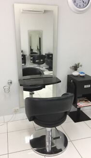Hairdressing cutting mirror and station