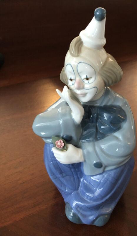 """Vintage Porcelain Sitting Clown Figurine PORCELANA DE CUERNAVACA Mexico 7""""x 4.5"""""""
