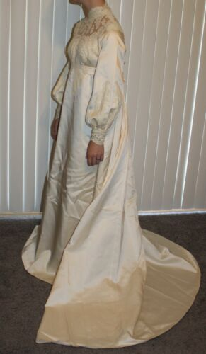 VTG Hudson's Detroit Ivory Wedding Gown Long Sleeve High Neck Detachable Train