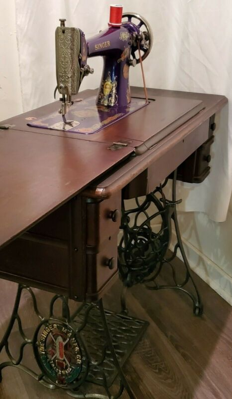Beautiful Antique Ornate Vintage 1917 Singer Treadle Sewing  Machine Model 66