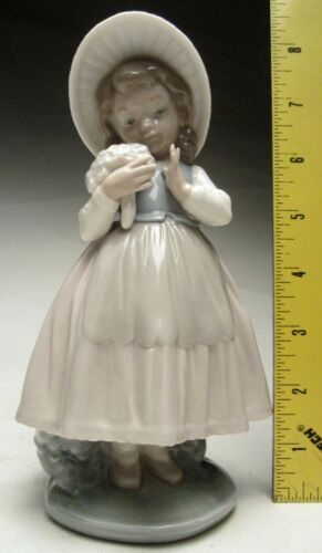 """Vintage Lladro Nao 8"""" Girl in Hat Holding Flowers 1982 Porcelain Made in Spain"""