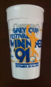 Winnipeg GREY CUP  1991 drinking cup + 1998 T-shirt