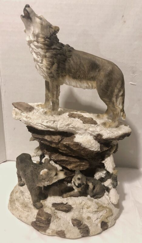 Decorative Wolf Howling With Cubs  In The Wild Figurine