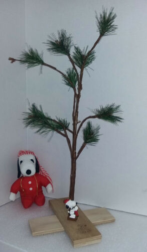 "Snoopy/Charlie Brown Christmas Tree 24"" by SCHULZ Peanuts United Syndicate"