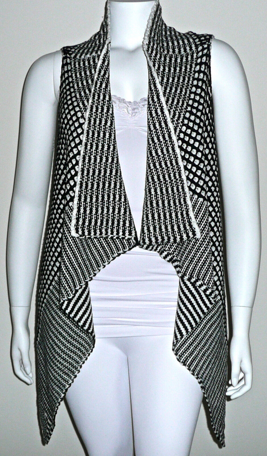 Beautiful Knit Black & White Sleeveless Long Sweater Vest - Plus 14w 16w -