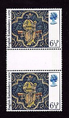 GREAT BRITAIN Stamps Scott #798 MNH Gutter Pair - Christmas - 1976