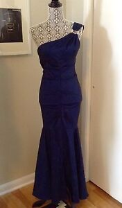 Just like new, formal dress size 2-4 !!!!