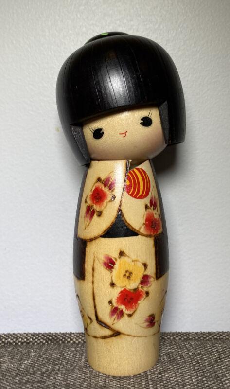 "Japanese KOKESHI Doll JAPAN Bun Hand-Painted Tilted Head Flowers 7"" Open Eyes"