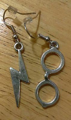 (Harry Potter Themed Silvertoned Lighting Bolt & Glasses Dangle Earrings)