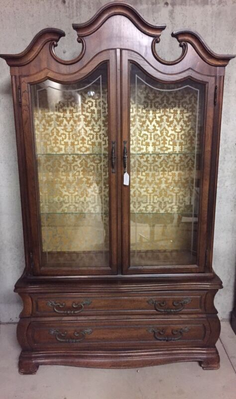 Hickory Manufacturing Co. Vintage China Cabinet Or hutch